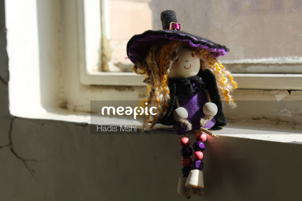 Indoor, Sitting, Small Stock Photo · Meapic