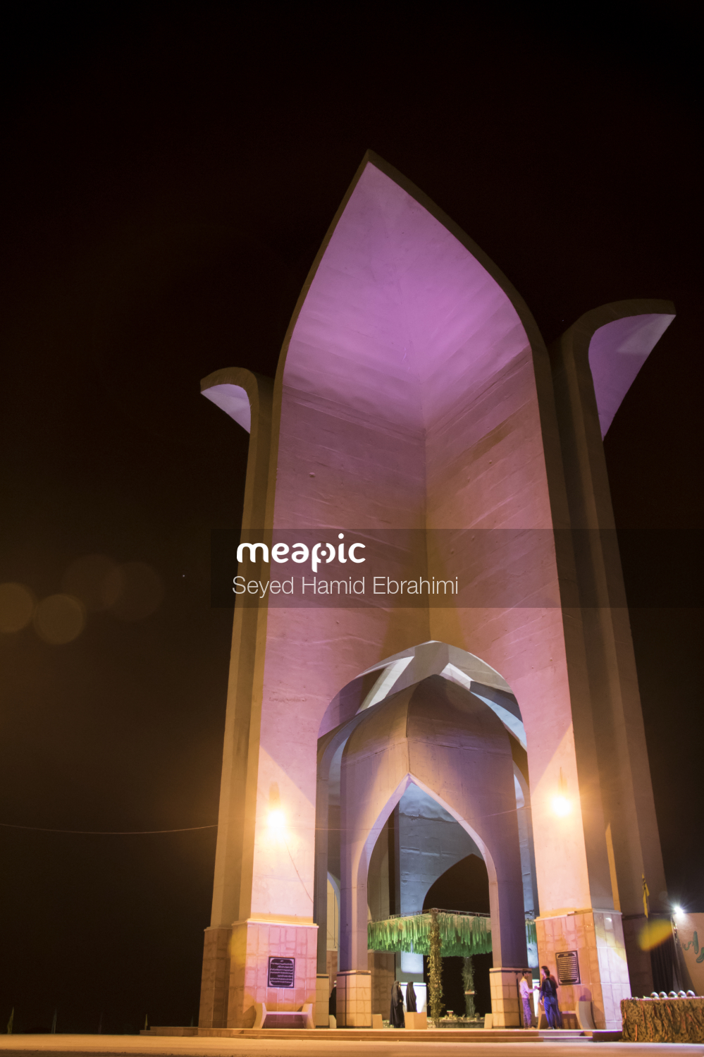 I Am Not Really Confident, But Fireplace In Front Of A Mirror Stock Photo · Meapic