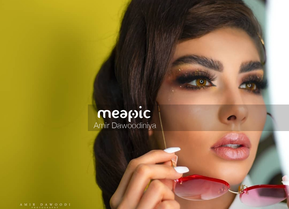 Portrait And Fashion Stock Photo · Meapic