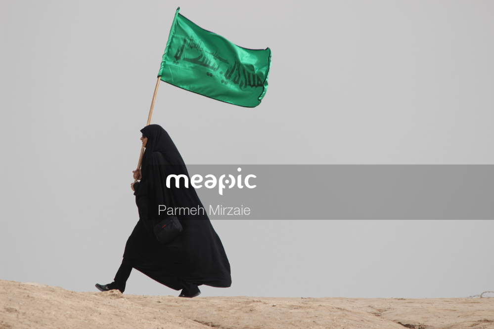I Am Not Really Confident, But Person Flying Through The Air While Holding An Umbrella Stock Photo · Meapic