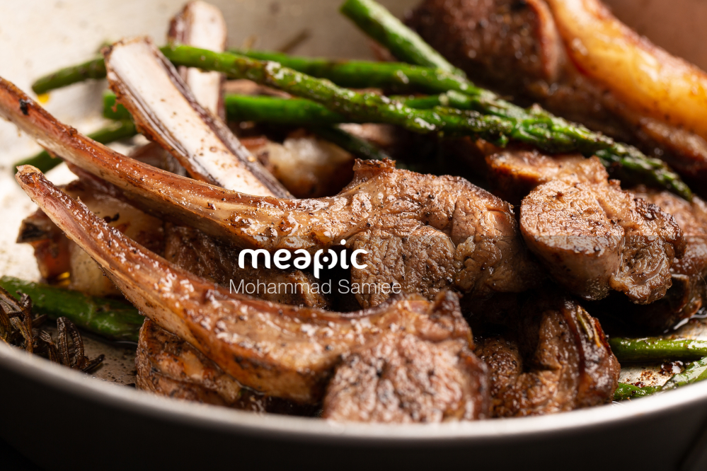 Close Up Of A Plate Of Food With Meat And Vegetables Stock Photo · Meapic